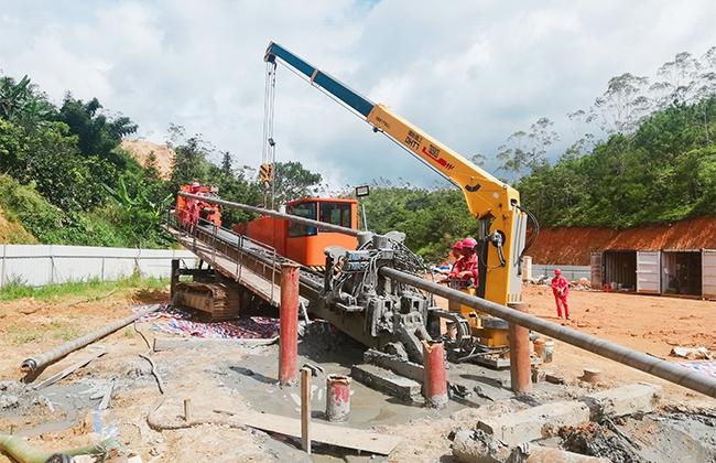 DH2800-L型水平定向钻机施工现场